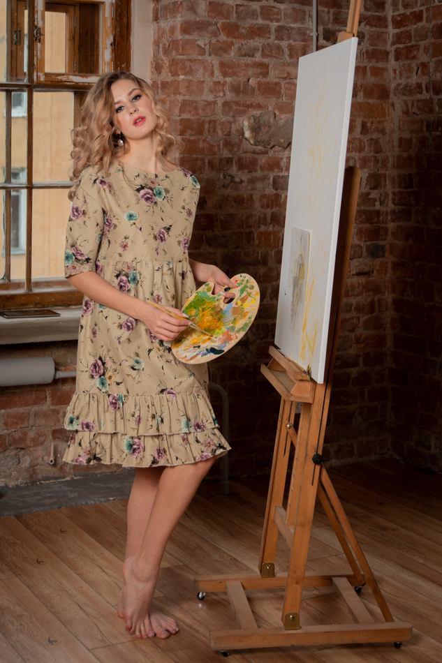 Платье с сиреневыми и бирюзовыми розами.