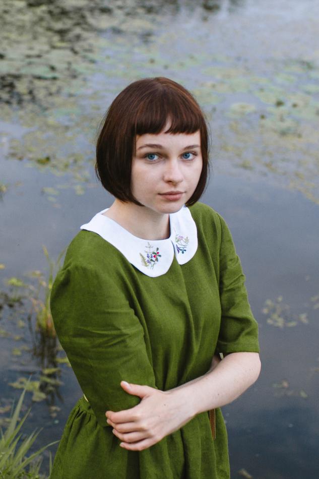 """Платье с вышитым воротничком зеленое. Коллекция """"Хюгге"""" №14"""