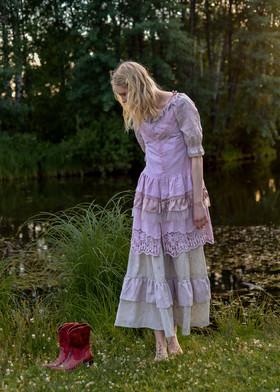 Юбка пепельно-розовая из кружевного шитья.