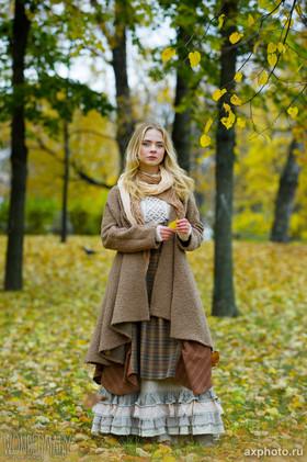 """Демисезонное пальто из комплекта №9 коллекции """"Ваше Лисичество""""."""