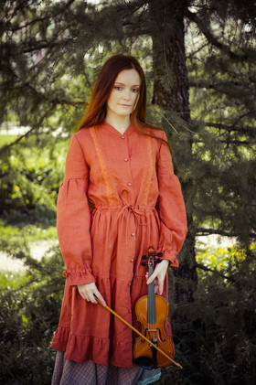 Платье-плащ из рыжего льна.