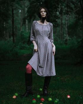 """Платье серое в красный мелкий цветочек. Коллекция """"Хюгге"""" №39"""
